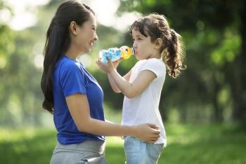Anak Susah Minum Air Putih? Atasi dengan  langkah berikut ini image